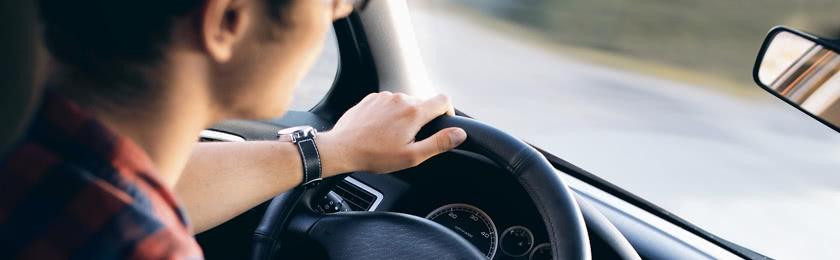 Autofahrer fährt 10 km/h zu schnell.
