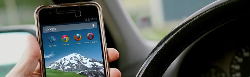 Handy am Steuer - Wie hoch ist die Strafe?
