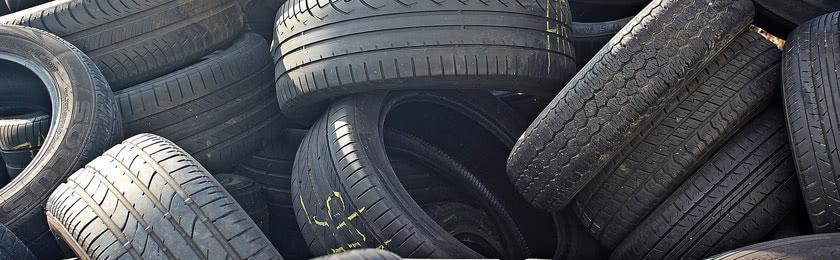 Mehrere Reifen mit unterschiedlichen Profiltiefen