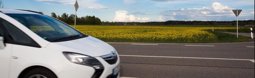 Wie viel Abstand muss ein Blitzer vom Verkehrsschild haben?
