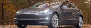 Fahrverbot nach Touchscreen-Nutzung: Tesla-Fahrer wollte Scheibenwischer einstellen